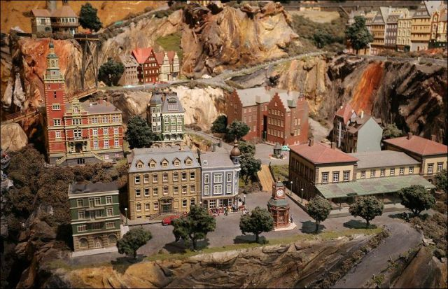 Incredible Massive Railway Model (19 pics)