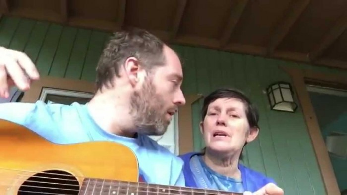 Son Sings Bittersweet Song to Mom with Alzheimer's