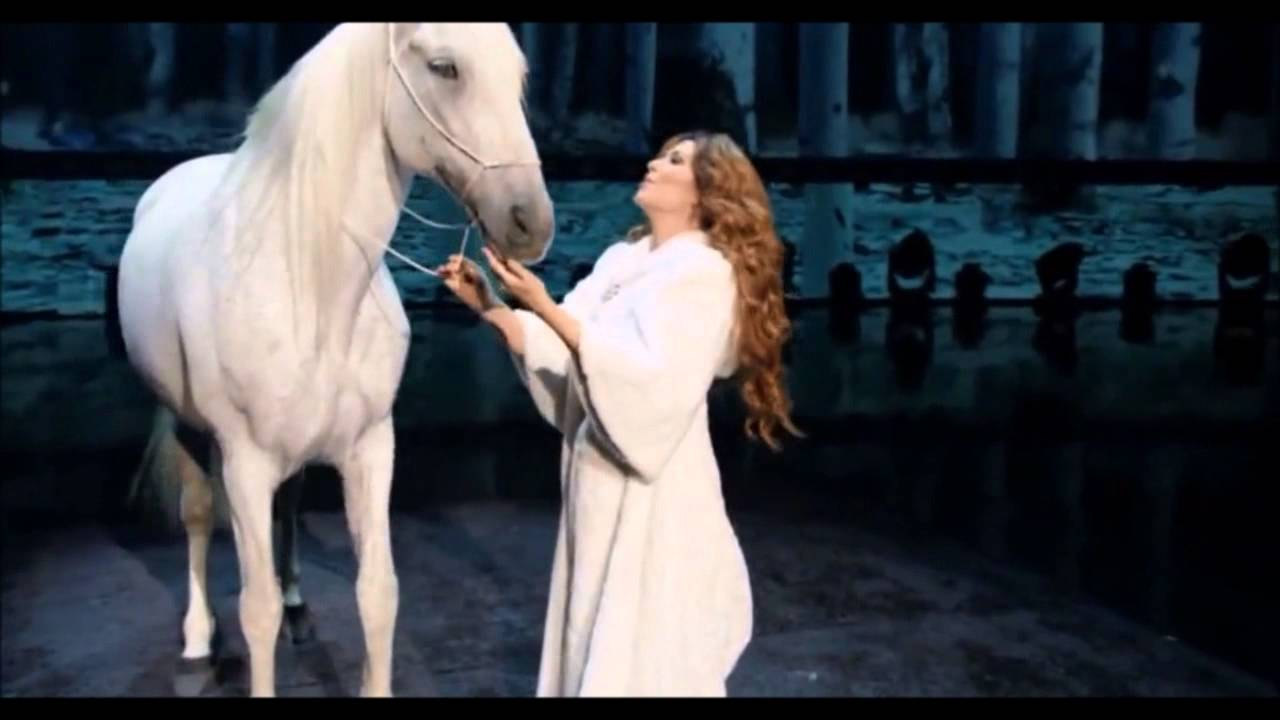 Shania Twain Dances and Sings With Her Lovely Horse!