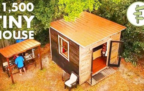 Man Living in a 10'x10′ Tiny House in the City