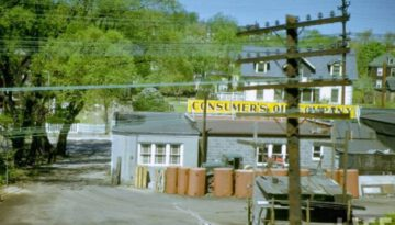 40 Amazing Photos of America in 1950 Through the Window of a Train
